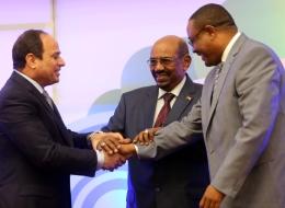 لهذا شارك السيسي بها بعد رفض مبارك.. قمة