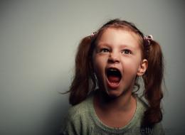 Ein Mädchen hat einen Wutanfall im Supermarkt - ihr Vater reagiert auf die einzig richtige Weise