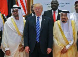 ترامب منتشياً: ملك السعودية أخذ كلامي بشكل جدّي.. هم يقاتلون الآن دولاً غنية.. وأنا عُدت بمليارات الدولارات