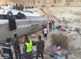 مصرع وإصابة العشرات في تدهور باص معتمرين أردنيين