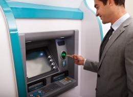 كتابة كلمة السر بالعكس لا تستدعي الشرطة لمساعدتك.. معلومات لا تعرفها عن الصراف الآلي ATM
