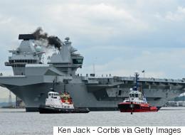 Αεροπλανοφόρο HMS Queen Elizabeth: Το μεγαλύτερο πολεμικό πλοίο στην ιστορία του Βασιλικού Ναυτικού βγήκε στη θάλασσα