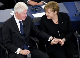 Liebeserklärung für Helmut Kohl: Bill Clinton hält bewegende Trauerrede - und ergreift dann Merkels Hand