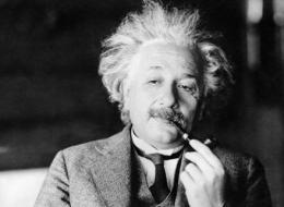 أينشتاين اخترع
