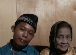 الزوج لم يُكمل الابتدائية والزوجة تكبُره بـ55 عاماً.. قصة ارتباط عجيبة لمسلمَيْن في إندونيسيا