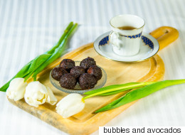 Σοκολατένια τρουφάκια χωρίς ζάχαρη που δεν χρειάζονται ψήσιμο