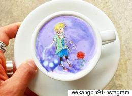 Ένας barista φτιάχνει στο αφρόγαλα του καφέ σας από πίνακες του Βαν Γκονγκ μέχρι τον Μικρό Πρίγκιπα και τον Τζόνι Ντεπ