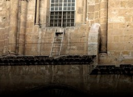 فيديو: سُلَّم خشبي في كنيسة القيامة منذ 300 سنة لا يُسمح بتحريكه لهذا السبب!