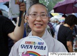 성소수자들을 위한 축제에 스님들이 나와 자리를 편 이유(영상)