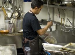 Viele Zuwanderer arbeiten in Berufen, die nicht ihrem Abschluss entsprechen - das können sie tun