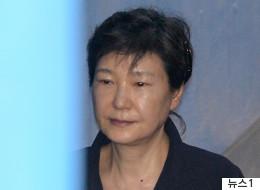 법원이 박근혜 전 대통령에게 구인장 발부했다