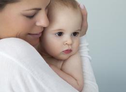 دراسة: الأمهات يُدمِّن رائحة أطفالهن.. لكن الافتتان يتلاشى عند بلوغ هذه السن