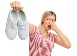 رائحة قدميك تسبب لك الإحراج.. 6 نصائح تخلصك منها للأبد
