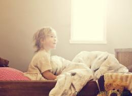 Bettnässen ist zunächst normal - ab wann Eltern handeln sollten