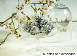 Εύκολη συνταγή για σοκολατένιες μπουκίτσες με καρύδα