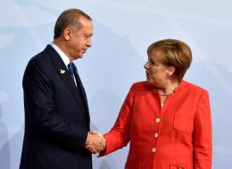 أنقرة تتهم برلين بإيواء إرهابيين.. ألمانيا تُبلغ مواطنيها توخي الحذر عند السفر إلى تركيا وتجمد مشروعات تسليح