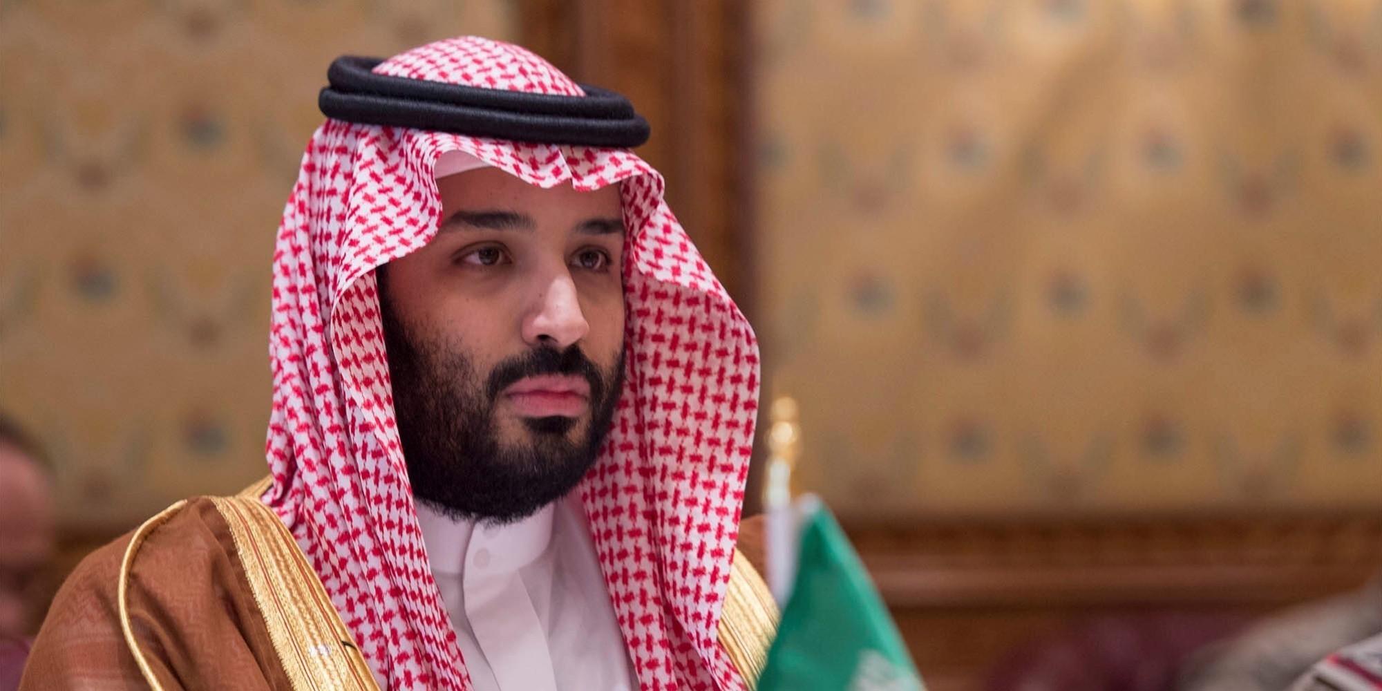 أشهر مغرد في السعودية: بن سلمان سيصبح ملكاً بعد أيام.. وهندرسون: 3 خطوات أمامه للاستيلاء على العرش