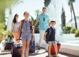 كيف تتفادى إرهاق السفر وتحقق أكبر استفادة من الرحلات العائلية؟ نصائح هامة خلال موسم الإجازات الصيفية