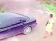Ein Dieb wollte ein Auto stehlen - als er die Tür öffnet, bereut er es sofort