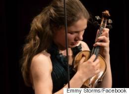 Η 28χρονη Ολλανδή βιολίστρια που παίζει Τσιτσάνη