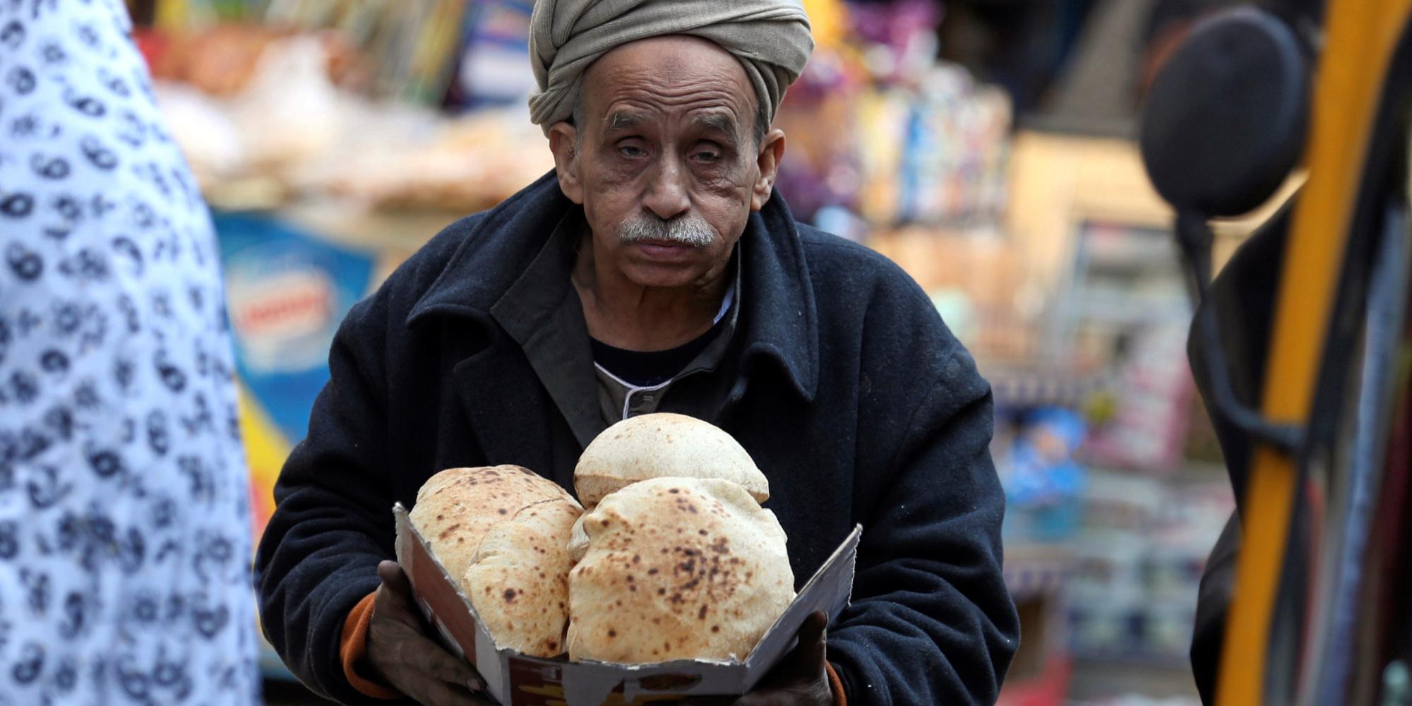 مصر تخفض نصيب الفرد من الخبز لتوفير الدولار.. وهذا ما سيحصل عليه المواطن في اليوم الواحد