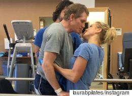 Μετά από δύο μήνες σε κώμα και άλλους δύο συνεχούς προσπάθειας, στάθηκε ξανά όρθιος για να φιλήσει τη γυναίκα του
