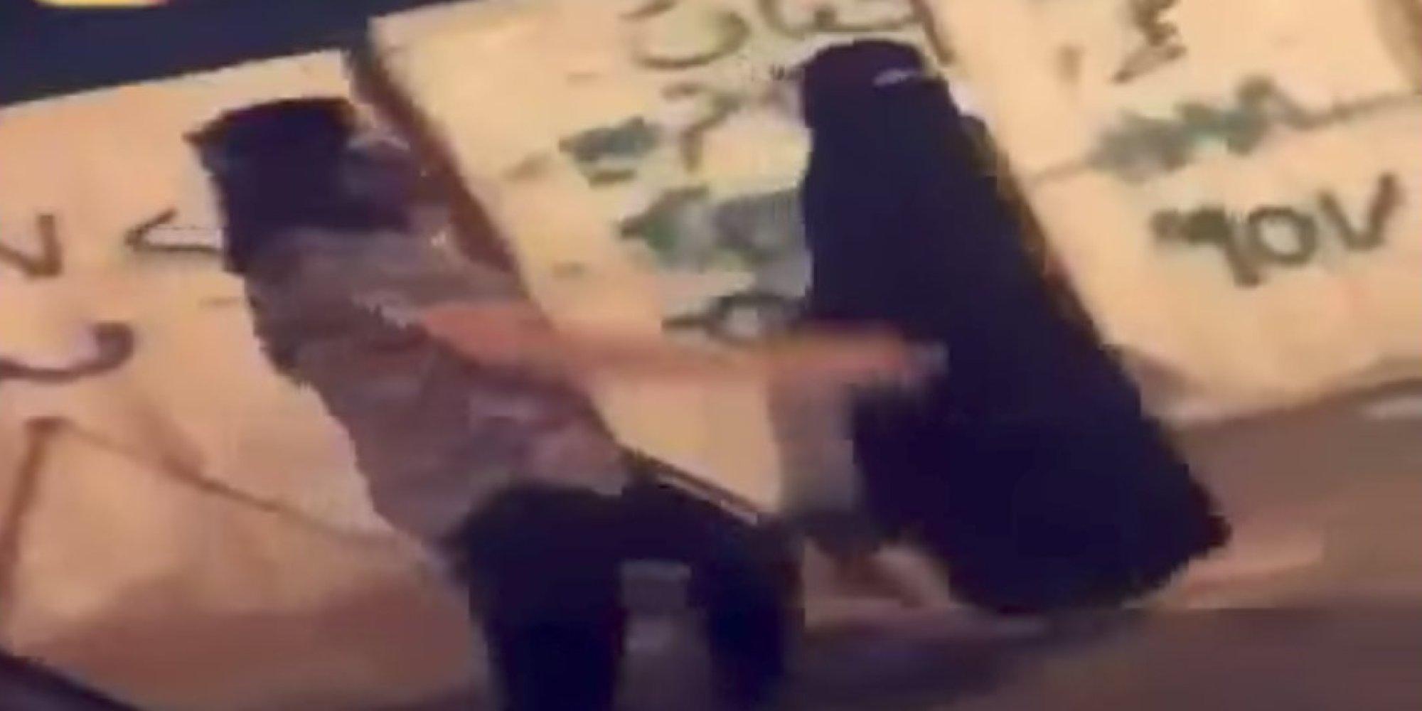 التحرش بفتاة لا ترتدي العباءة في الرياض.. ومطالبات بقانون يردع المعتدين