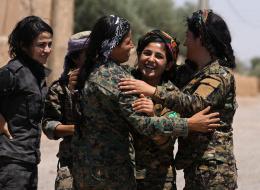 قوات سورية مدعومة من أميركا  تسيطر على نصف معقل داعش