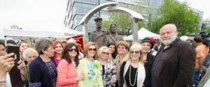 Sculpture Immigrant Montreal
