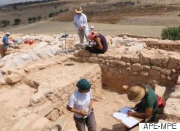 Εντυπωσιακό λίθινο τείχος αποκαλύφθηκε από την αρχαιολογική σκαπάνη στα Κούκλια της Πάφου.