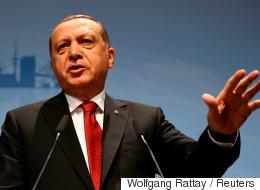 تركيا تسجن 3 عسكريين أساءوا معاملة متسللين سوريين عبر الحدود
