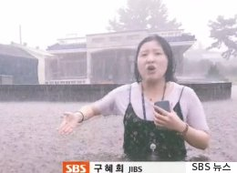 빗물에 몸이 잠긴 채 제주 지역 상황을 전한 기자(동영상)