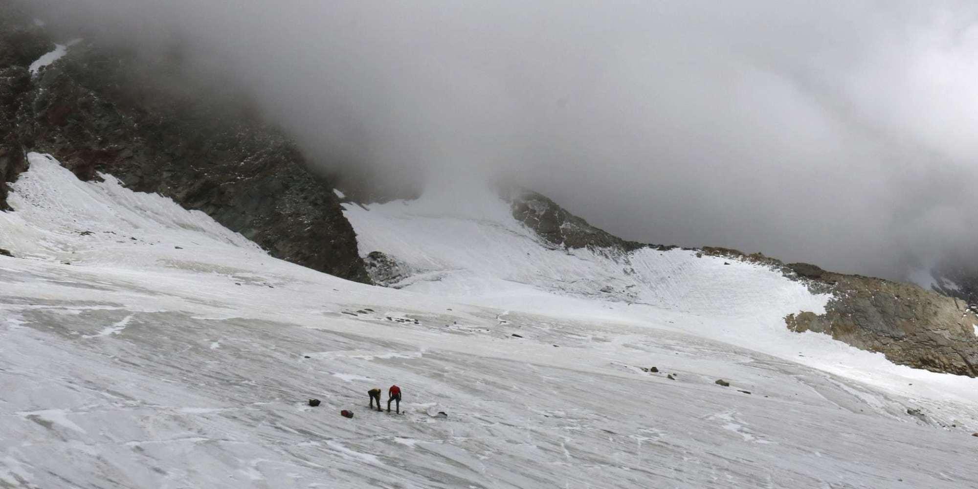 الانهيارات الجليدية في سويسرا تكشف عن مئات الجثث من القرن الماضي وتحل لغز الكثير من المفقودين
