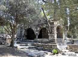 Στο πάρκο Τρίτση υπάρχει ένα εκκλησάκι «θησαυρός», με εικόνες του Φώτη Κόντογλου