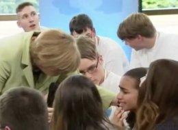 Angela Merkel brachte sie zum Weinen - jetzt erzählt das Flüchtlingsmädchen, was ihr danach passierte