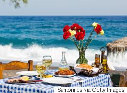 Η Telegraph υμνεί την ελληνική κουζίνα και επιλέγει τα 10 καλύτερα φαγητά και γλυκά που πρέπει να γευτούν όλοι