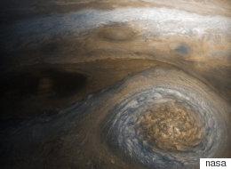 나사가 포착한 목성의 '작은 빨간 점' 이미지는 경이롭다