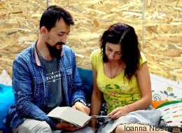 Μια βιβλιοθήκη για μετανάστες, πρόσφυγες, ξένους απ' όλο τον κόσμο και Έλληνες με ανοιχτό μυαλό έρχεται στην Αθήνα