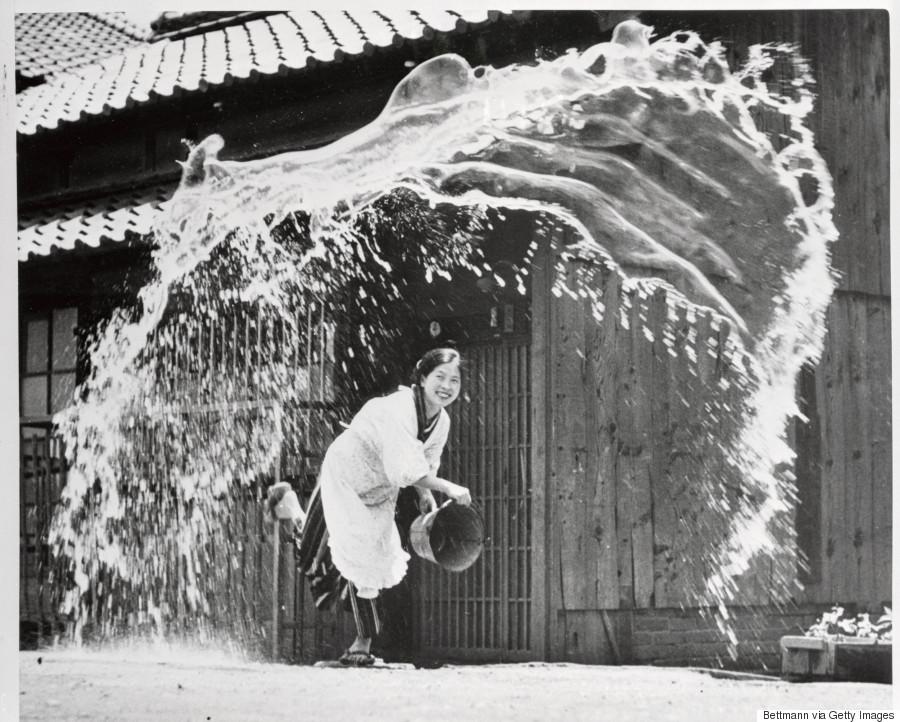 artist toji takashima in her yard