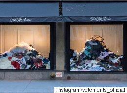 뉴욕 백화점 쇼윈도에 나타난 헌옷 더미의 정체(사진)