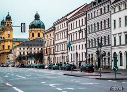 Junge Frau sucht WG-Zimmer in München – als sie ihr Preis-Limit nennt, gibt's einen Aufstand