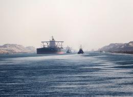 مصر تخفض رسوم سفن الحاويات العابرة لقناة السويس بنسبة تصل إلى 50%