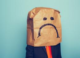 البحث عن السعادة مجرد وهم.. لماذا يعتبر شعورنا بالحزن أكثر أهمية من الفرح؟