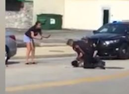 انتشار فيديو يظهر شرطياً في أوهايو وهو يضربُ رجلاً أسود بعنفٍ خلال اعتقاله