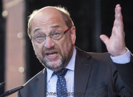 Schulz erreicht bei einer Rede die Nachricht von Bannons Abgang - er hat sofort die passenden Worte parat
