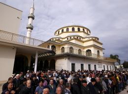 حدث في أستراليا.. 3 رجال حرقوا مسجداً للشيعة فاتهمتهم الشرطة بالعمل على إحداث الفرقة بين المسلمين