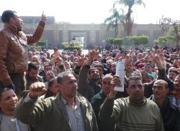 وعدتهم بتحقيق مطالبهم.. 15 ألفاً من عمال المحلة يعلّقون إضرابهم ويفوضون النقابة في التعامل مع الحكومة