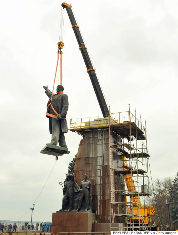 lenin monument dismantle ukraine