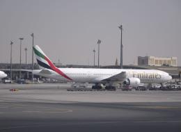 طيران الإمارات تردُّ على أنباء تعرُّض إحدى طائراتها لمحاولة تفجير