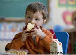 Diese Nahrungsmittel verbessern die Gehirnleistung deines Kindes